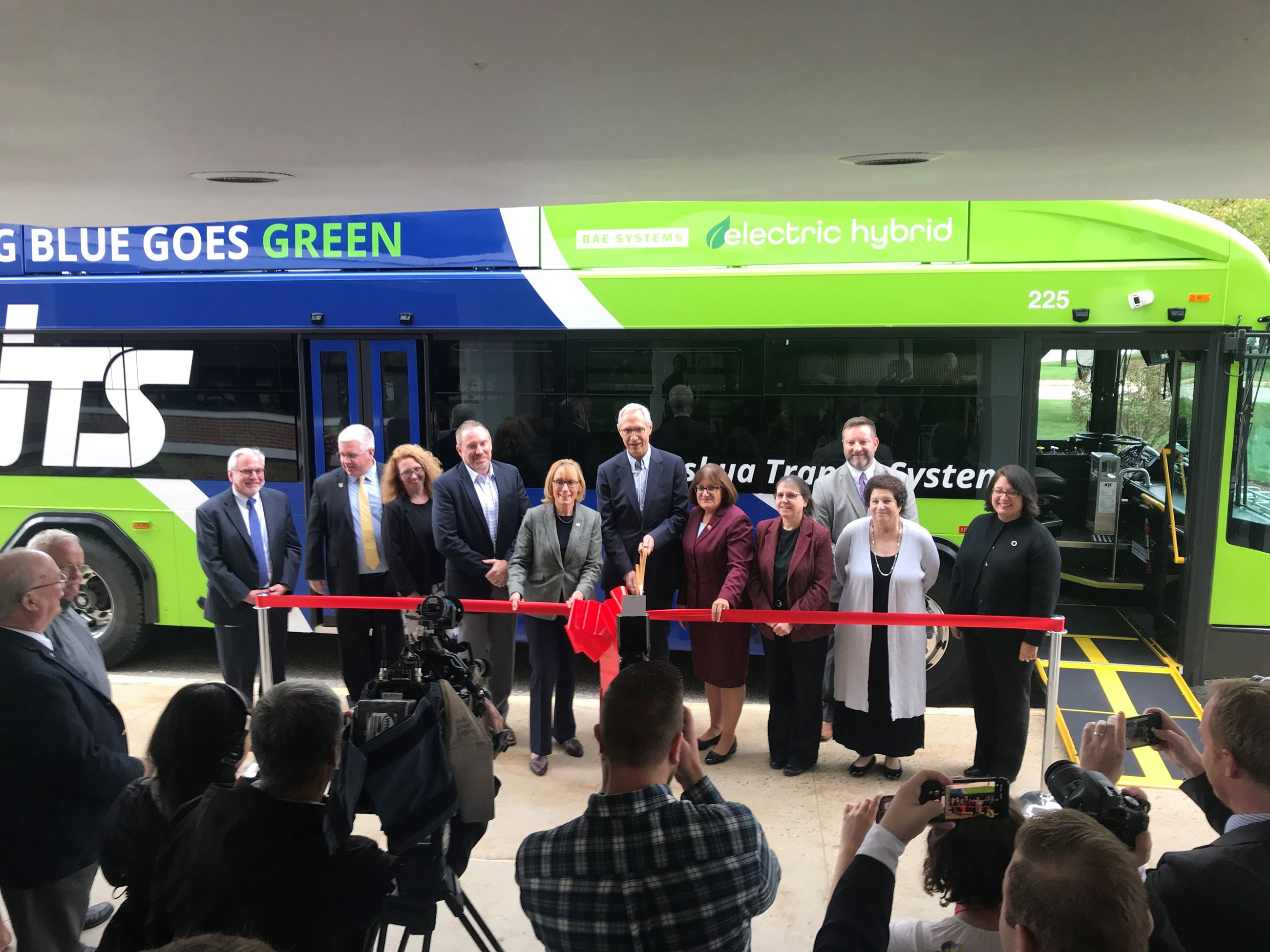 Sen. Hassan, State Sen. Rosenwald, Congresswoman Kuster, & Mayor Donchess cut ribbon for new buses